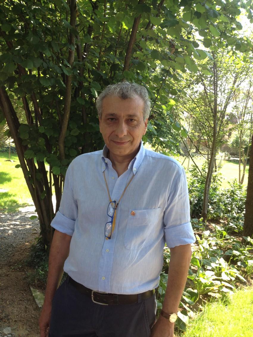 Il presidente Claudio Montresor in posa con la spilla da Senior Member conferita da ISA